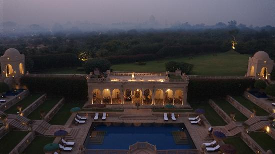 The Oberoi Amarvilas: Pool at night