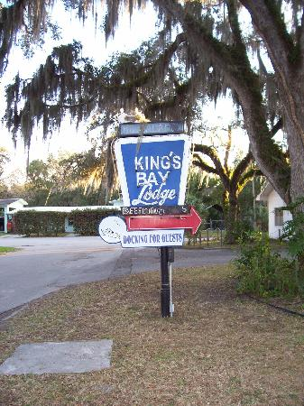 King's Bay Lodge: Entrance Sign
