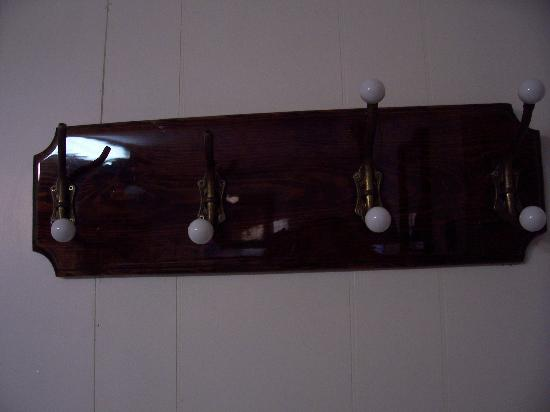 King's Bay Lodge: Coat Rack