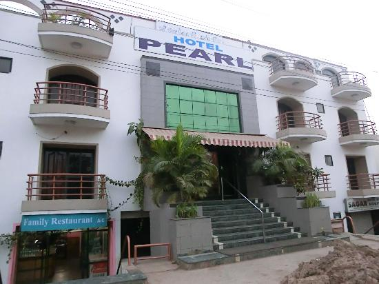 Hotel Pearl : Entrance to the hotel