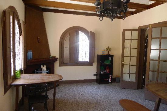 Castillo Surfista Hostel: Dining Room