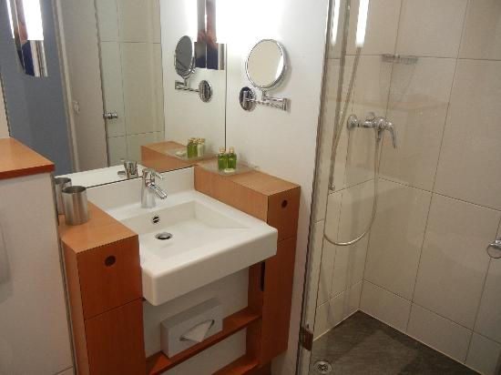 Hotel UTO KULM: Bathroom in a Lifestyle Room with a view