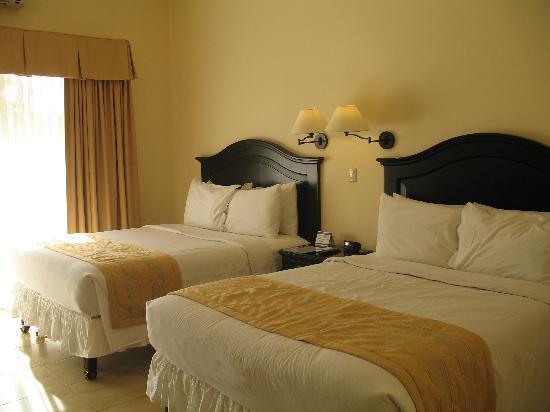 La Ensenada Beach Resort & Convention Center: Chambre deluxe