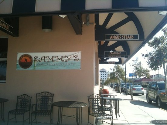 Sammy's Seafood House & Oyster Bar : entrance