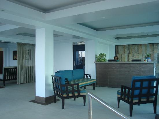 Atlantic Beach Hotel: front desk