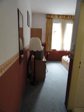 Queen Mary Hotel: hallway