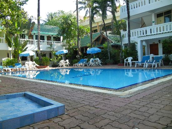 The Expat Hotel: hotel pool
