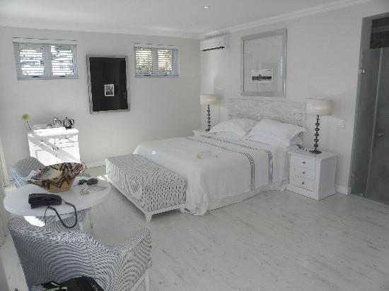 Sea Five Boutique Hotel: Bedroom to die for.....