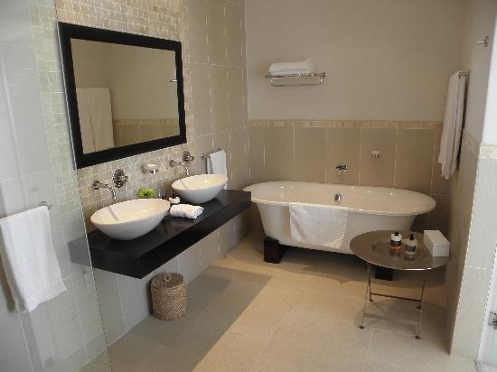 Sea Five Boutique Hotel: Great Bath.....