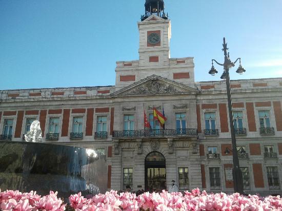 Calle del carmen picture of puerta del sol madrid for Puerta del sol santiago