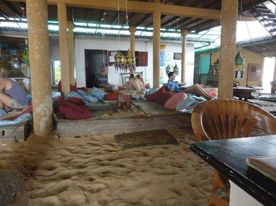 Harmony Guest House : hang out on the couchions