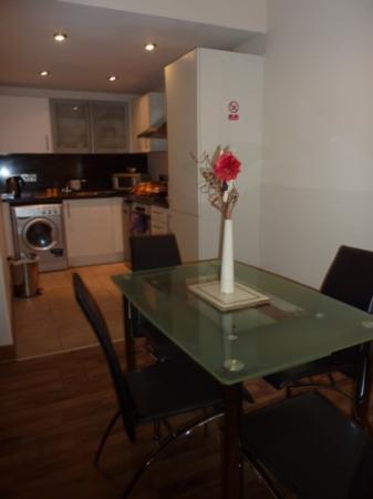 City Hub Apartments : Kitchen