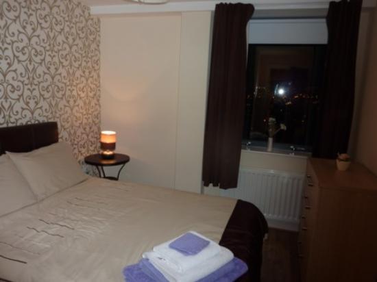 City Hub Apartments: Bedroom