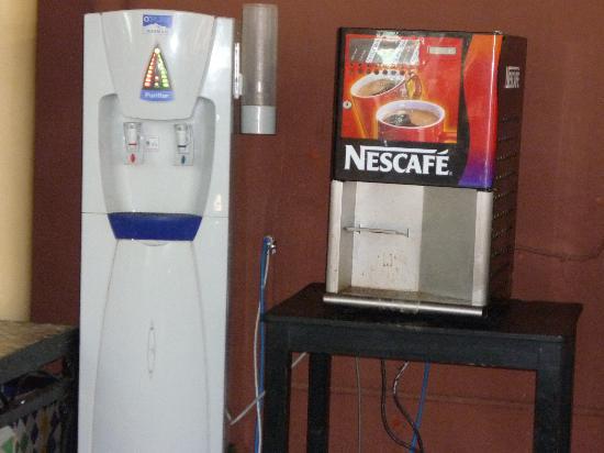Kenzi Club Oasis : Machine a eau et cafe en panne!!