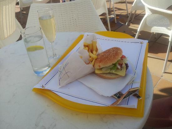 Iberostar Las Dalias : Nice wee glass of Cava and burger, nice chips  !