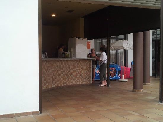 Iberostar Las Dalias : Poolside bar