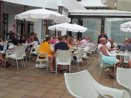 Iberostar Las Dalias : Poolside area, entertainment area in summer