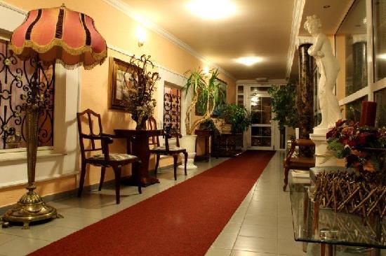 Vila Tina Hotel - Restaurant: Flur