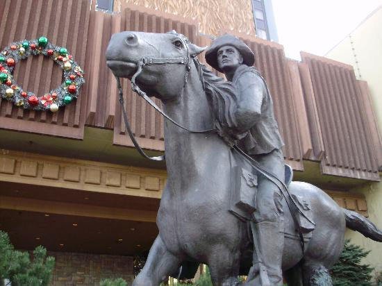 Harrah's Lake Tahoe: Famous Bronze Pony Express Statue