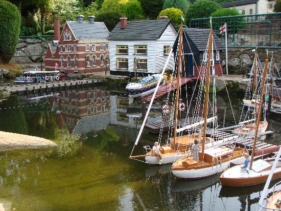 Bekonscot Model Village : Boating on a nice day!