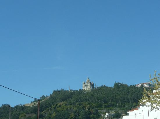 La Basilica si staglia sul cielo di Viana do Castelo