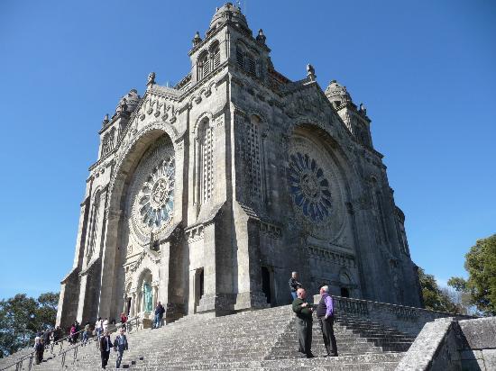 Viana do Castelo, Portugalia: La Basilica de Santa Luzia.