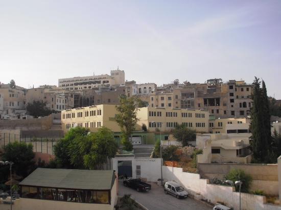 باب المدينة: L'école face à la pension bab al medina
