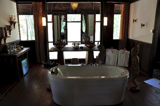 Villa Inle Resort & Spa: bathroom