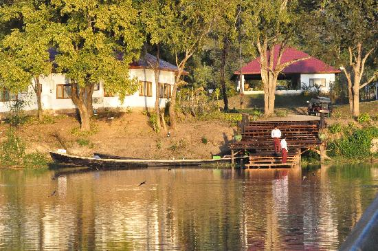 Villa Inle Resort & Spa: arrival at the hotel by boat
