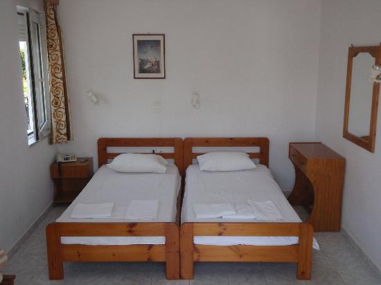 Niriis Hotel: 2-bed room.