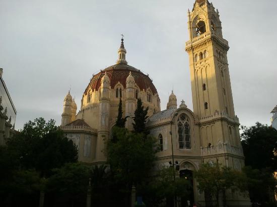Iglesia de San Manuel y San Benito : atardecer en la maravillosa iglesia de estilo bizantino