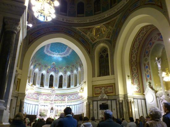 Iglesia de San Manuel y San Benito: inteorior de la iglesia