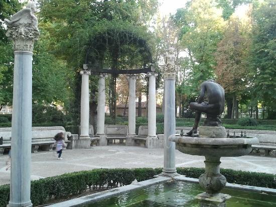 Foto de palacio real de aranjuez aranjuez fuentes de los for Los jardines de aranjuez