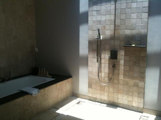 Amadea Resort & Villas: open air shower
