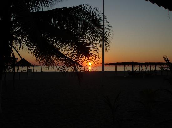 La ola del buen sabor: sunset at the restaurant