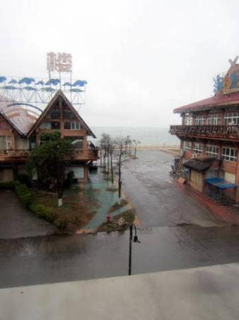 Pearl Bay Seaview Hotel: Sea through the window
