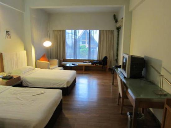 Pearl Bay Seaview Hotel: Room (third floor)