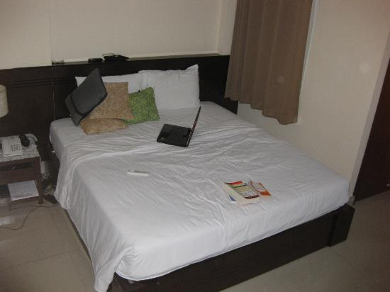 NN99 Hotel: Bed