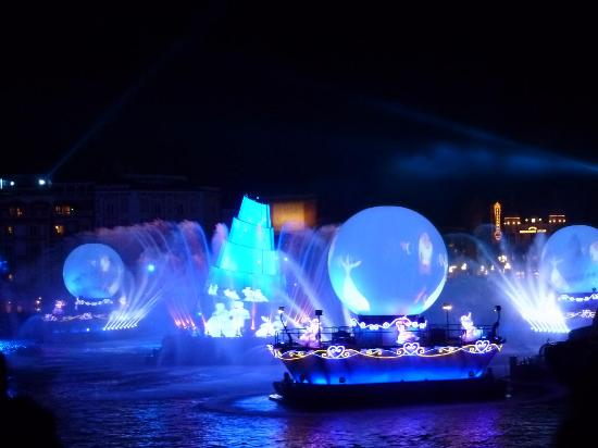Urayasu, Japan: 夜のショー「ファンタズミック」
