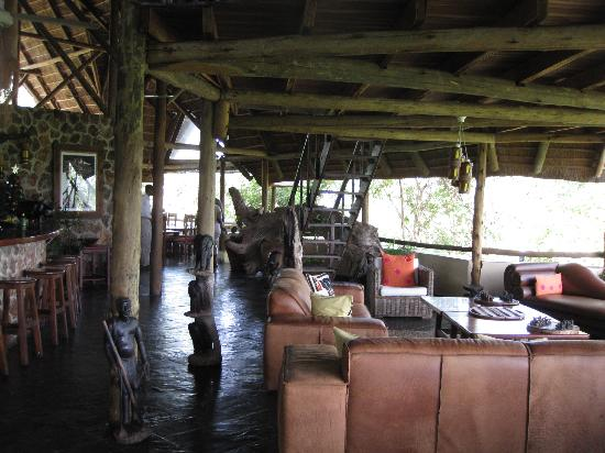 Muchenje Safari Lodge: Interior of main lodge