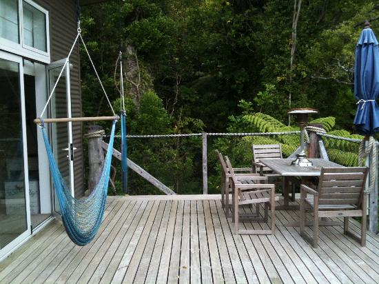 The No Road Inn: Outside deck