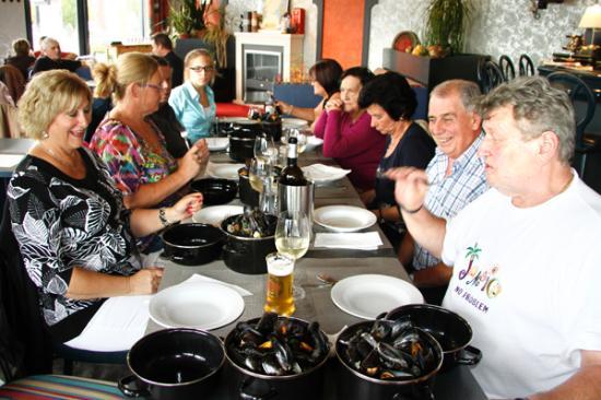 Hotel Zuidwege: Eating Mussels in Zedelgem