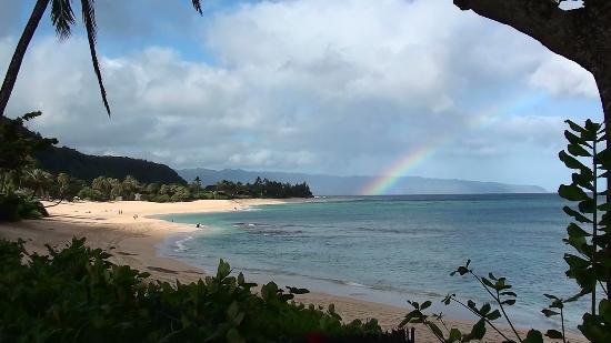 Haleiwa, ฮาวาย: Morning rainbow from our backyard at Sunset Beach Park