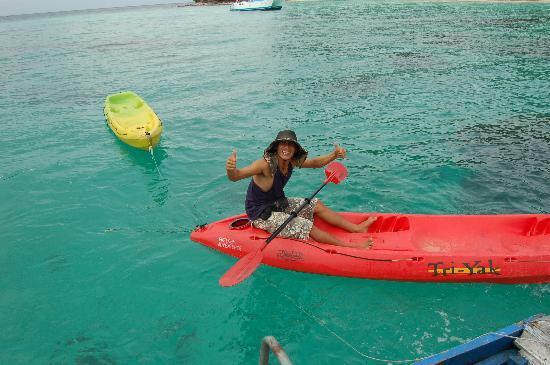 ฟรีดอม แอดเวนเจอร์ เดย์ทัวร์: Our trip leader and our boat to island transportation. He is always smiling, happy and extremely