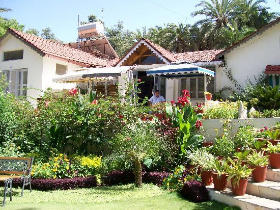 Mushkil aasan picture of mushkil aasaan guest house for Guest house on the mount reviews