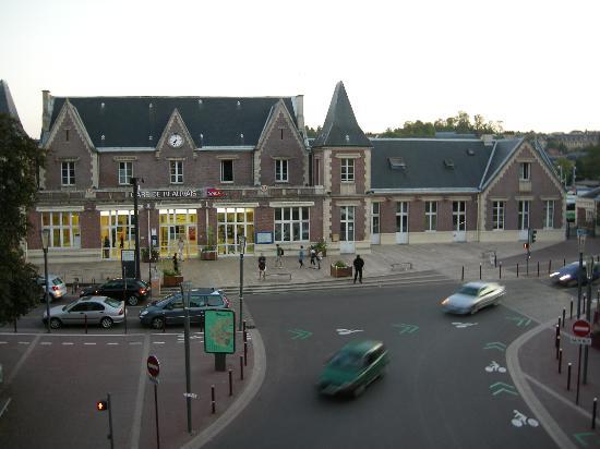 Le Chenal Hotel : vue sur la gare de la chambre