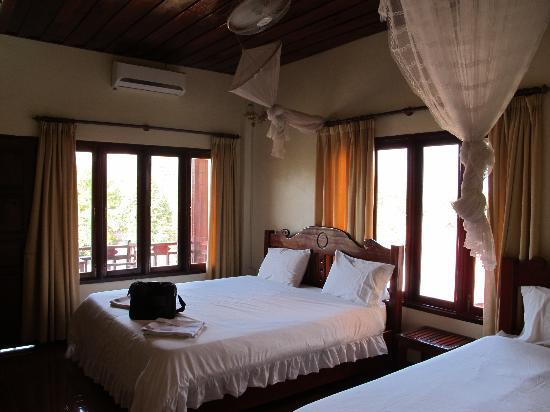 Vilayvong Guesthouse: Room with attached a balcony