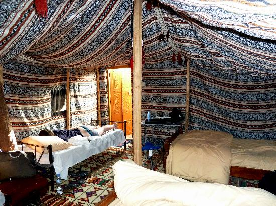 tente interieur foto di 1000 nights camp wahiba sands tripadvisor. Black Bedroom Furniture Sets. Home Design Ideas