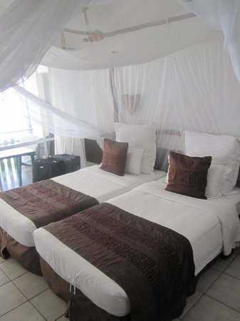Bahari Beach Hotel : The room