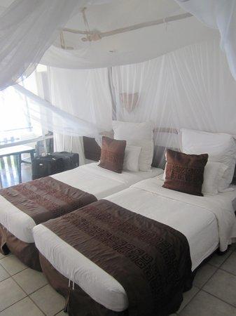 Bahari Beach Hotel: The room
